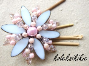 bunga-kristal-putih-pink