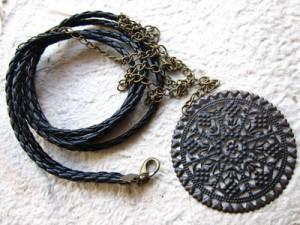 membuat kalung dari tali kulit