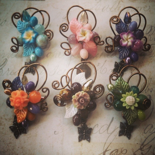 Mini wire Rp25.000 Bros mini uk 5x5cm #koleksikikie #bros #wire #wireworking #artwire #beads #manikmanik #accesories