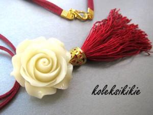 kalung-rumbai-merah