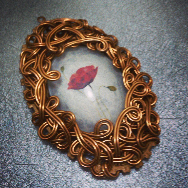 Red flower Http://koleksikikie.com  #wireworking #artwork #artwire #art #jeweleries #jewelery #handmade #handmadejewelery