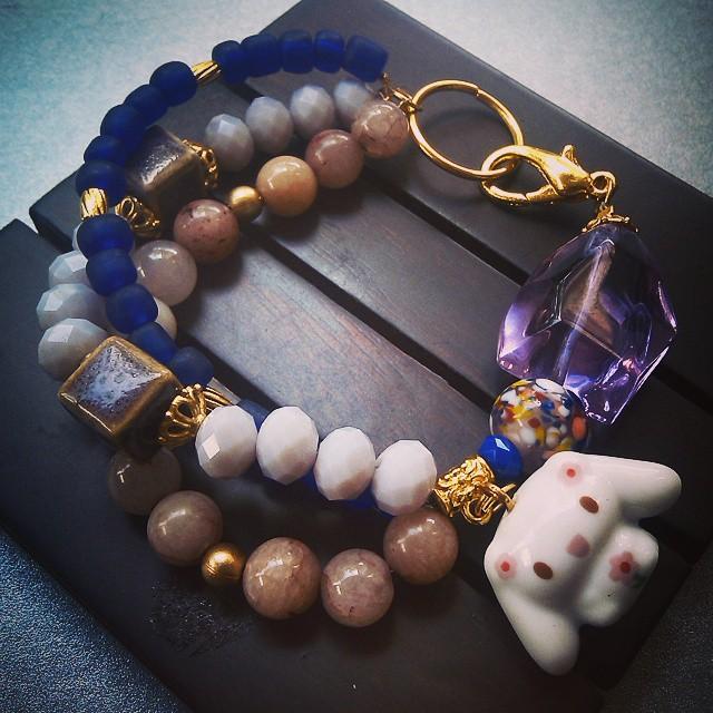 Rp80.000 Cute rabbit bracelet Http://koleksikikie.com  #handmadeaccesories #handmadebracelet #koleksikikie #jualgelang #jualaksesoris #manikmanik #gelanghandmade #gelangmanik