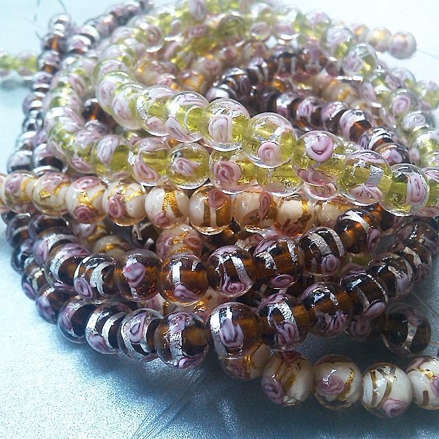 Candy flower beads 8mm Rp35.ooo/untai Satu untai isi 50beads Available in 3 colour green, yellow and brown  #glassbead #beads #manikmanik #surabaya #jualmanik #diyaccesories #aksesoris