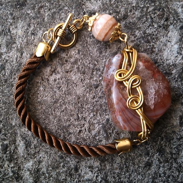 Brown bracelet Rp40.000 Http://koleksikikie.com  #gelanghandmade #gelangmanik #gelangbatu #gelangtali #gelang #handmadeaccesories #handmadebracelet #handmadejewelery #jewelery #jeweleries