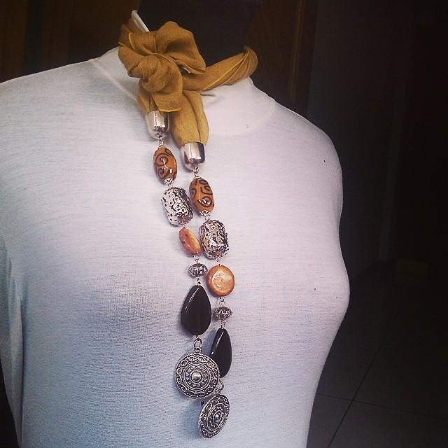 Scarfy Necklace Rp110.000 Http://koleksikikie.com/toko  #kalunghandmade #kalung #indonesiabeads #handmadenecklace #handmadeaccesories  #accesories #koleksikikie #beads #manikmanik #manikkaca