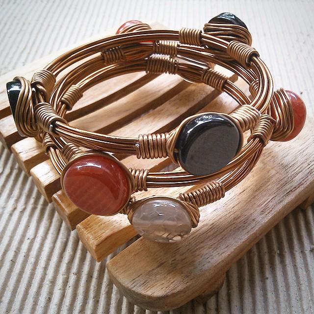 Bangle wire  Rp 250.000/set isi 3 Http://koleksikikie.com  #handmadeaccesories #handmadebracelet #wire #wirework #bracelet #gelanghandmade #gelangbatu #koleksikikie #indonesia