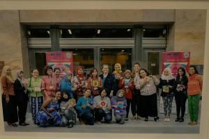 Perempuan Amerika dan Indonesia