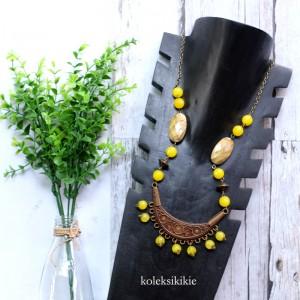kalung-batu-borneo-kuning