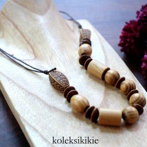 tutorial-membuat-kalung-kayu