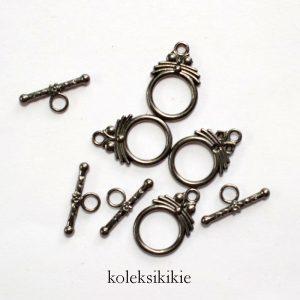 kait-hitam-001