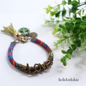 gelang-tenun-love-merah-marun
